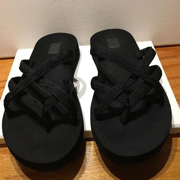 e02bb552a Teva Women s Olowahu Flip Flops Size 8